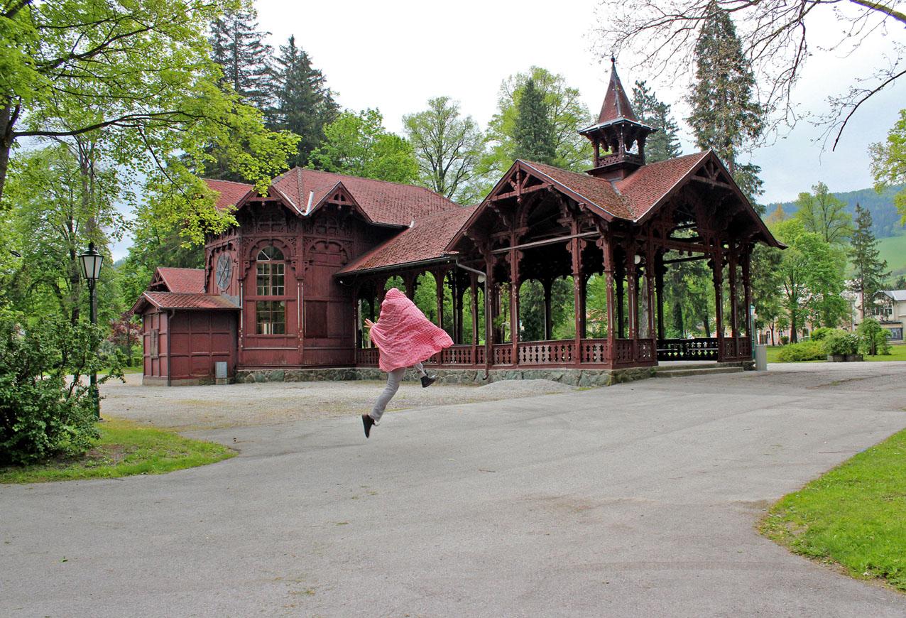 Luftsprung_im_Park